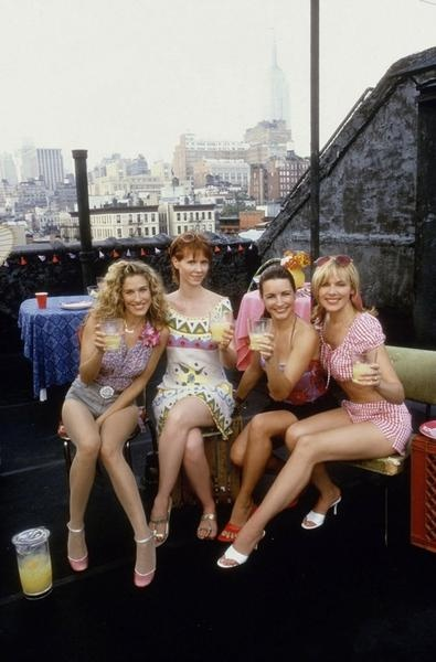 A classic photo of the cast of the main characters of Sex in The City.