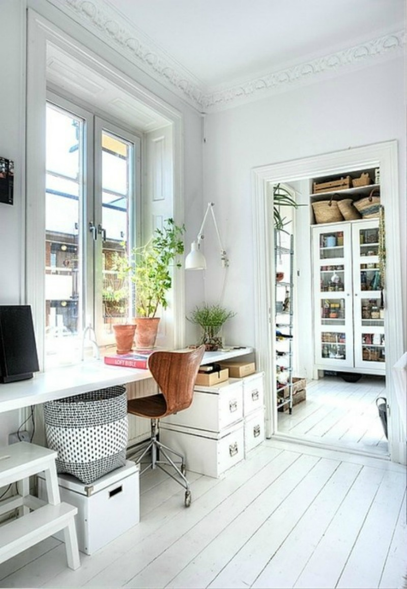 Как обустроить домашний мини-офис место для работы возле око.
