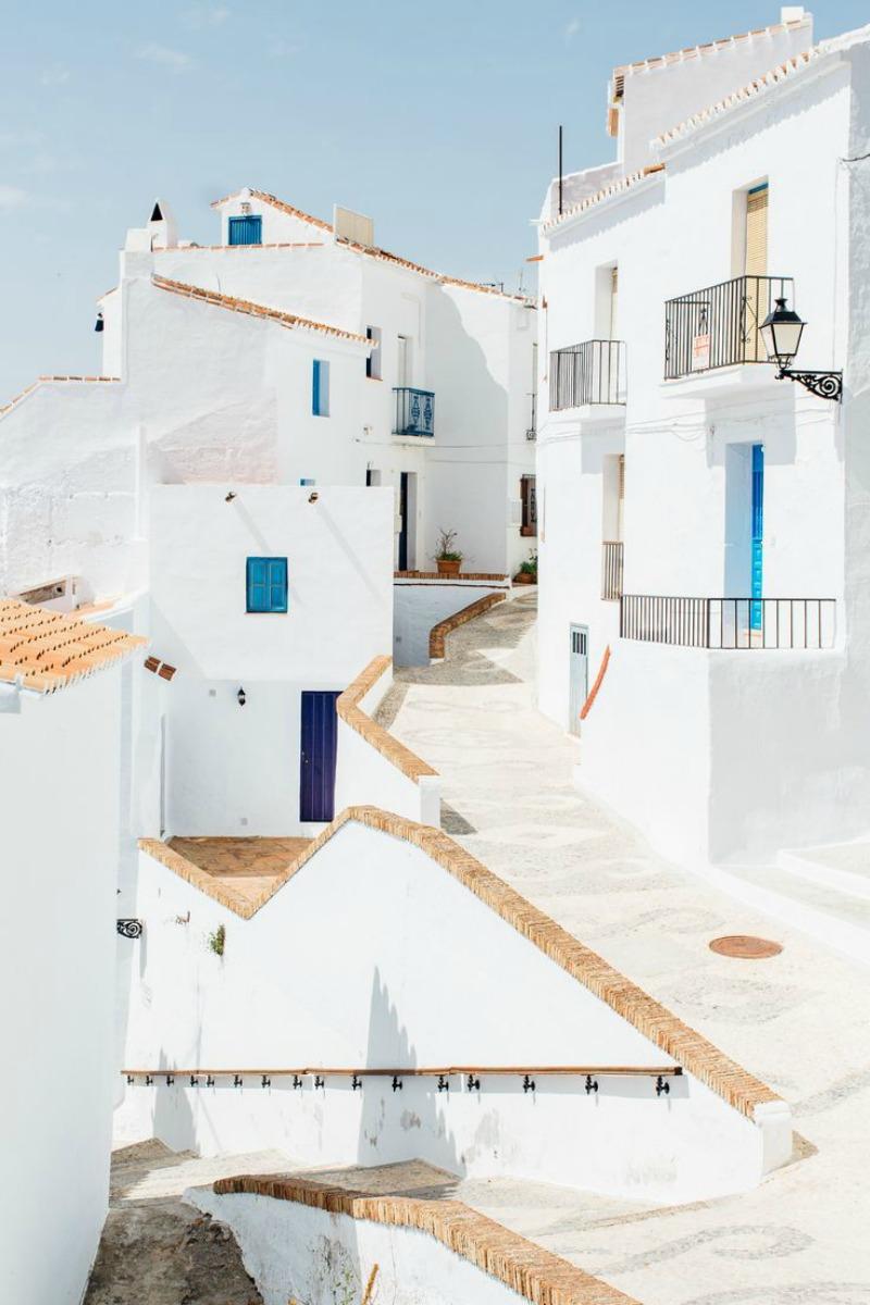 white walls 800