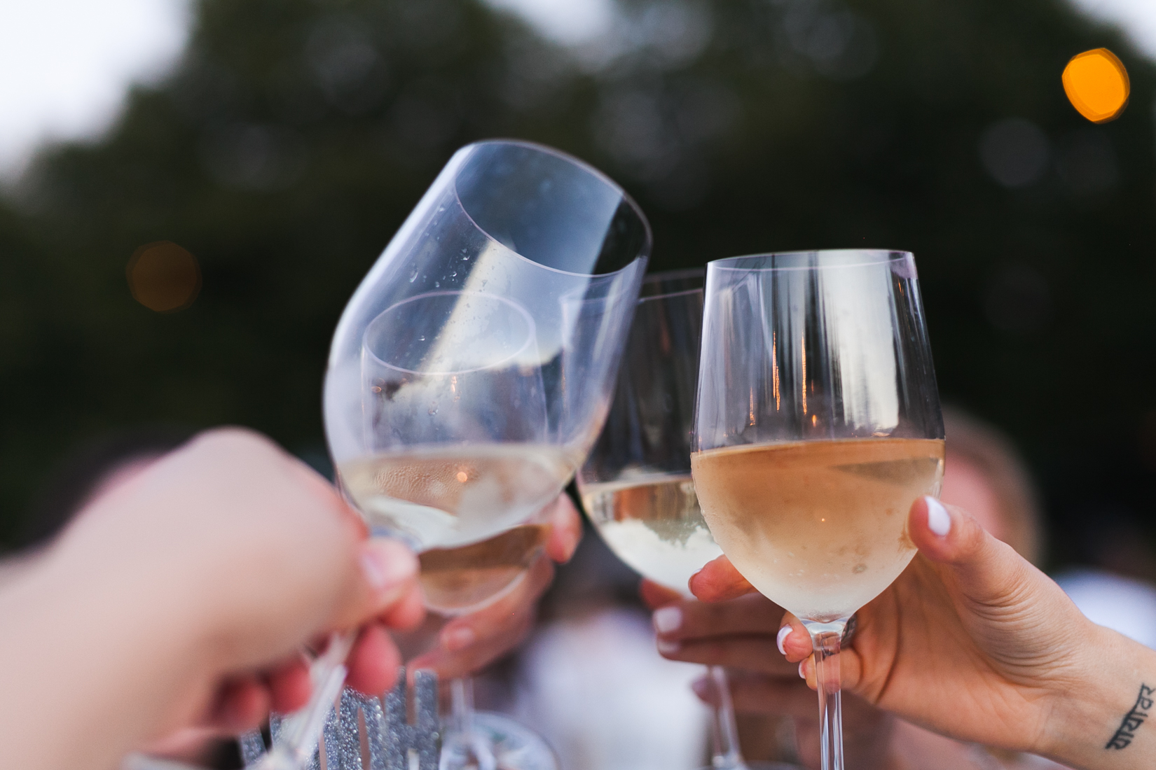 NoMad Luxuries Wine and friends Summer Entertaining