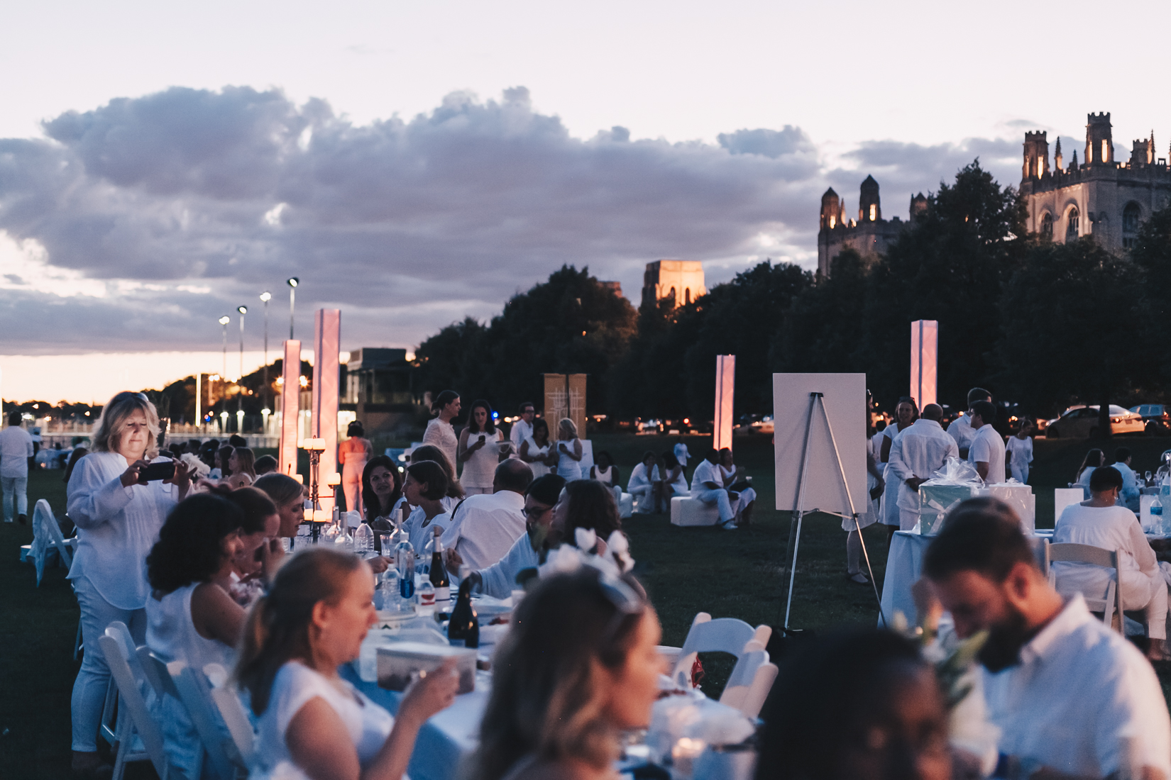 NoMad Luxuries Chicago In White Event in Chicago Dusk and a perfect summer evening