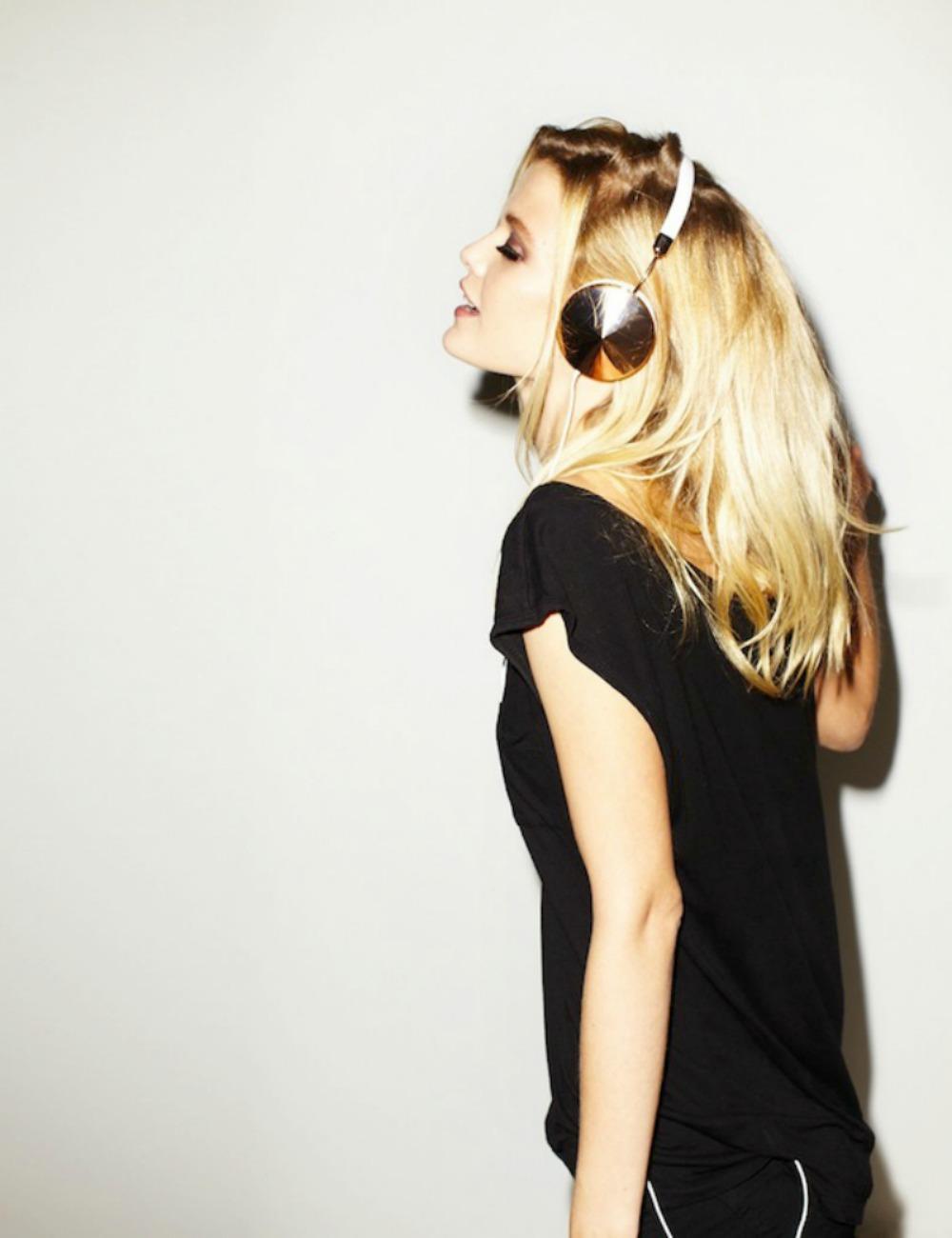 ear-phones-800