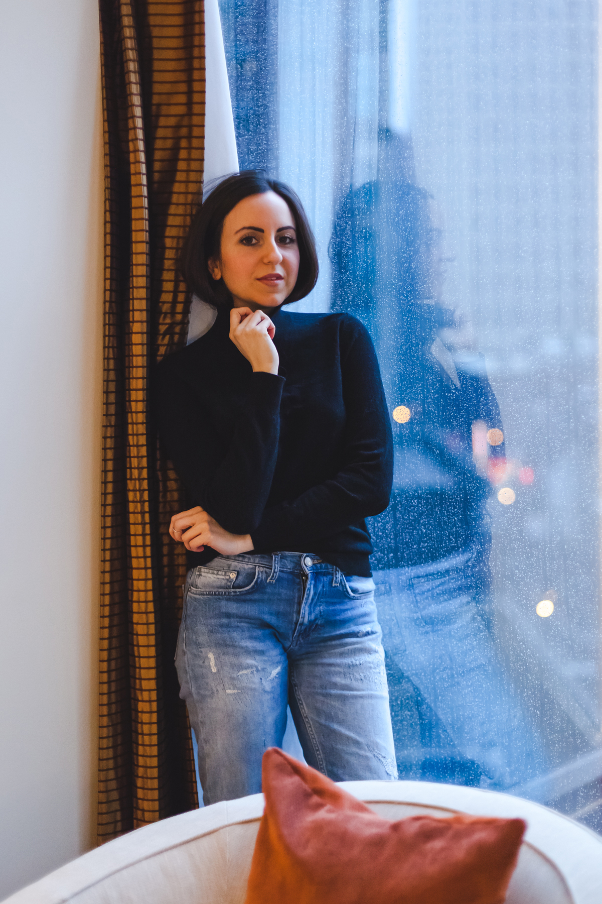 Yana Frigelis of NoMad Luxuries wearing a turtleneck from Banana Republic and mom jeans for a casual winter look in Chicago
