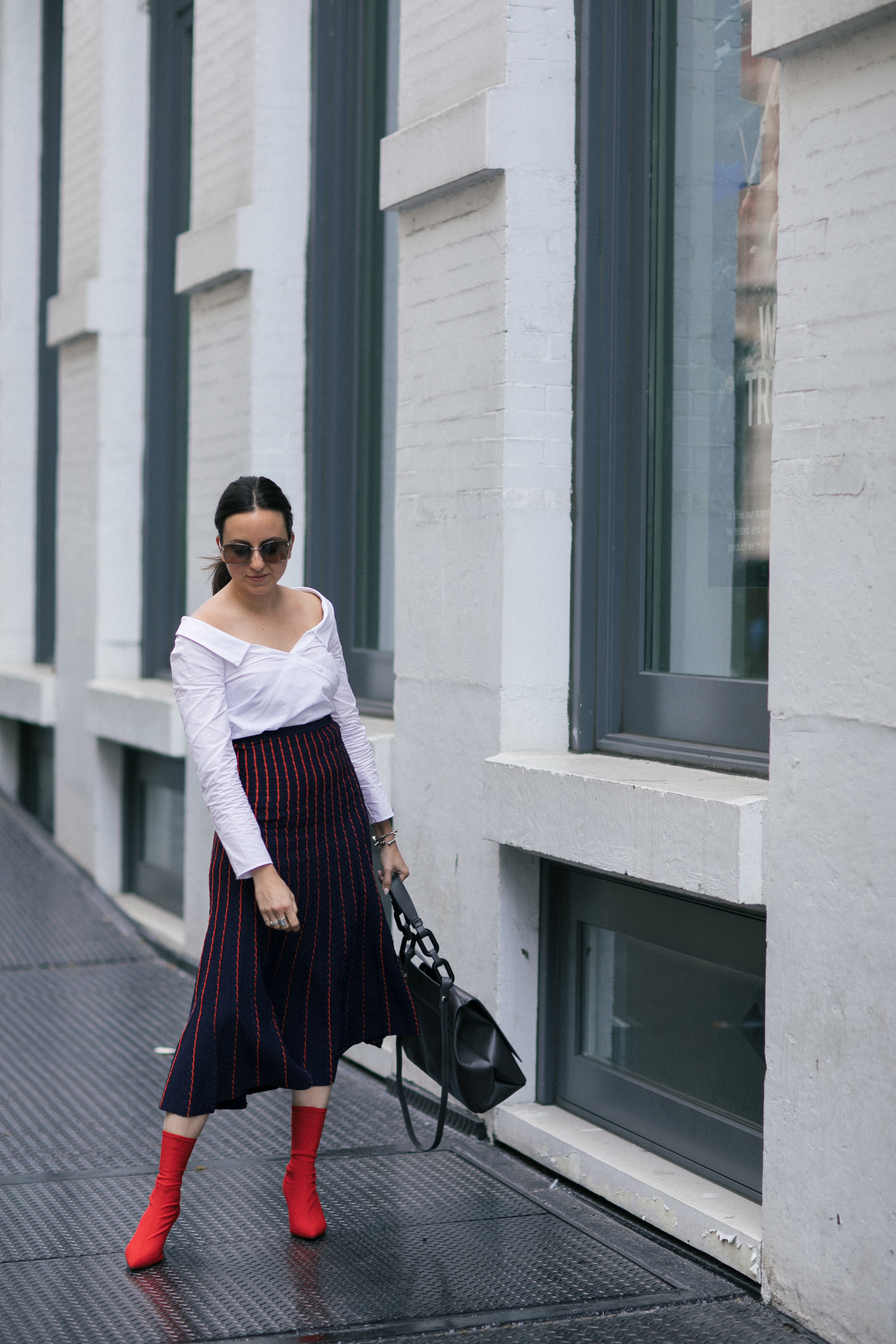 Yana Frigelis of NoMad Luxuries wearing a knit midi skirt and red boots for an fresh take on work-wear in Chicago for the Fall