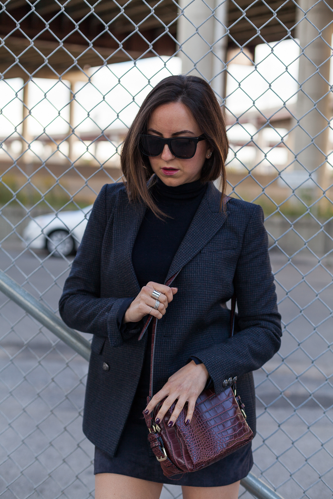 Yana Frigelis of NoMad Luxuries wearing a monochrome look in navy from theory and zara for Fall fashion