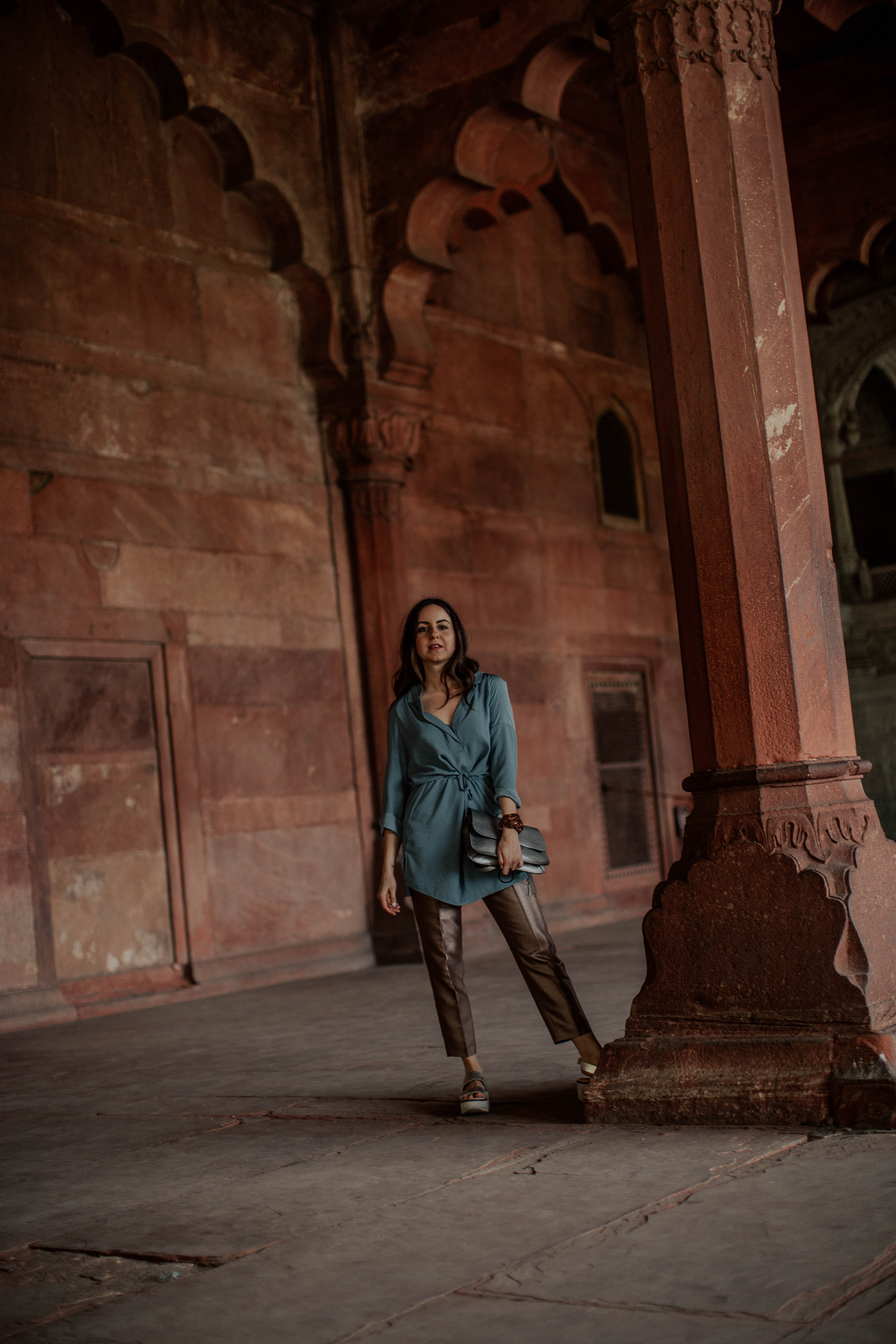 Yana Frigelis of NoMad Luxuries wearing metallic pants and a tunic in India and the lessons she learned traveling solo