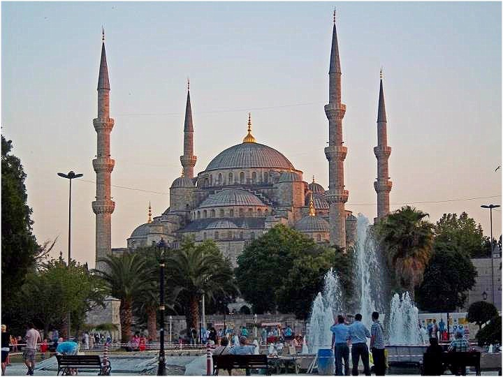 Nomad Luxuries tourist image capturing the Blue Mosque