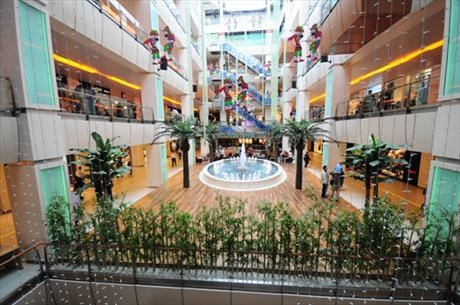 Nomad Luxuries wide view image captured of the HIstoria Shopping Mall.