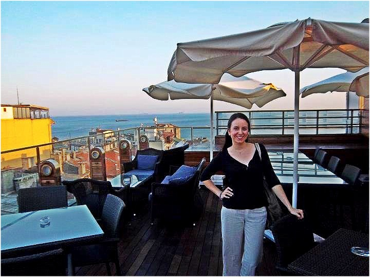 Nomad Luxuries picture capturing both Yana and scenery of Istanbul